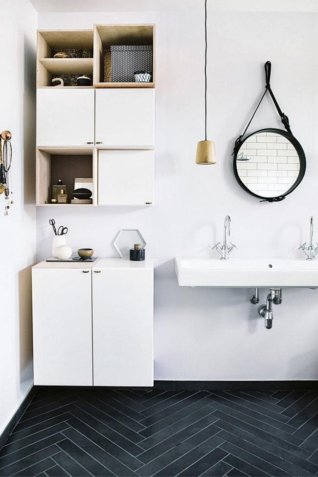 on aime la dcoration de cette salle de bain facile raliser remarquons le miroir le mobile et les tagres carrment diy - Salle De Bain Scandinave Chic