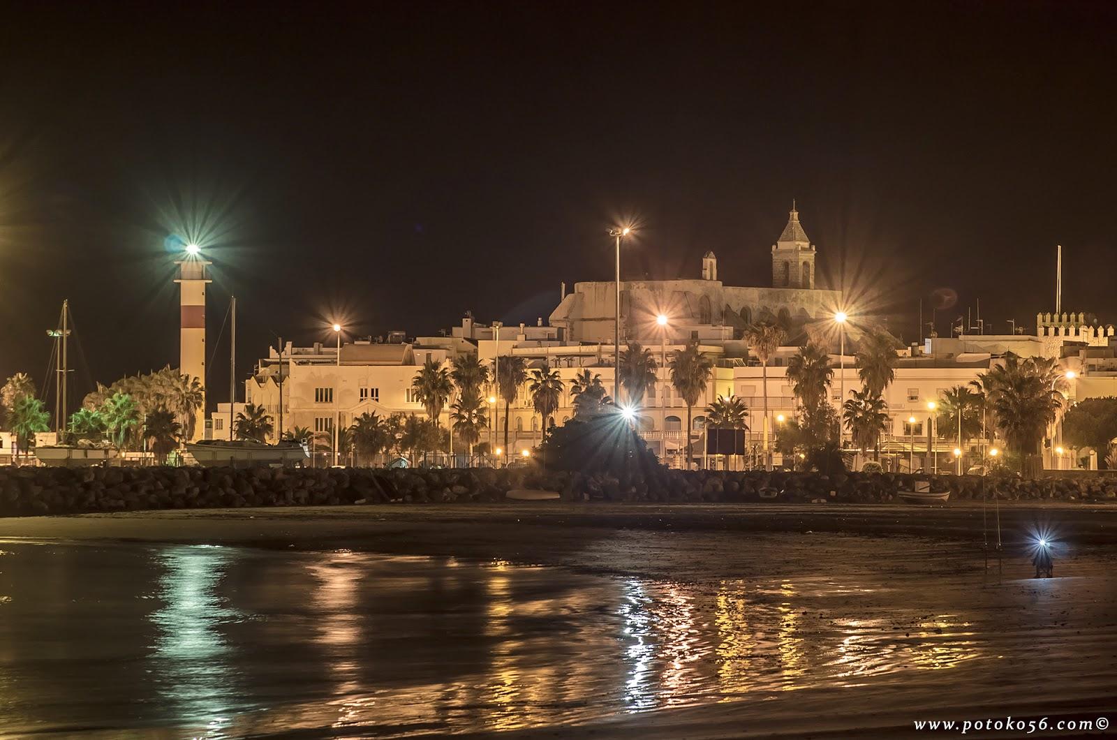 playa del Chorrillo las luces del pueblo reflejadas en la orilla Rota