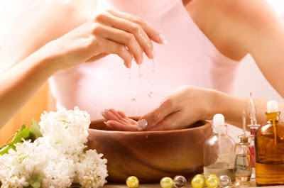 Natural ingredients for the care of the hands