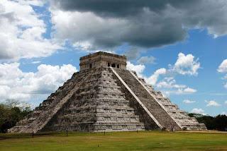 Piramida Meksiko Peninggalan Bangsa Maya Kuno