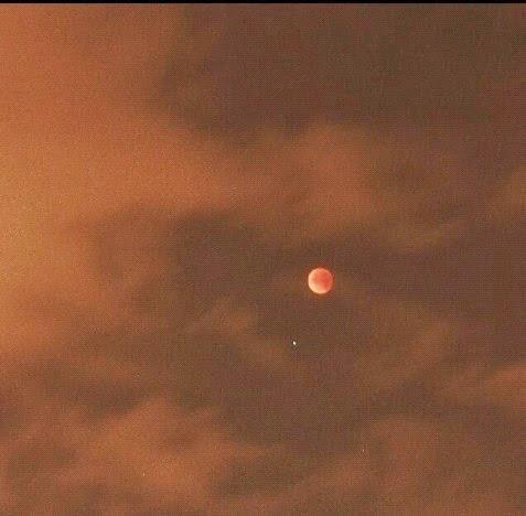 Fotos da lua vermelha, lua de sangue, do eclipse pra você que perdeu