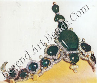 A piece truly unique of its kind,' wrote a delighted Jagatjit Singh of Kapurthala when he collected the turban 3z-1-lament designed for him by Cartier Paris in 1926. The central hexagonal emerald weighed 177.40 carats.