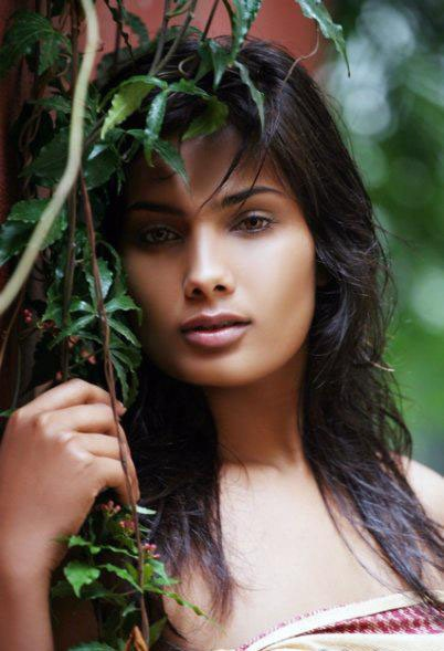 Nadeeka Perera hot Photos