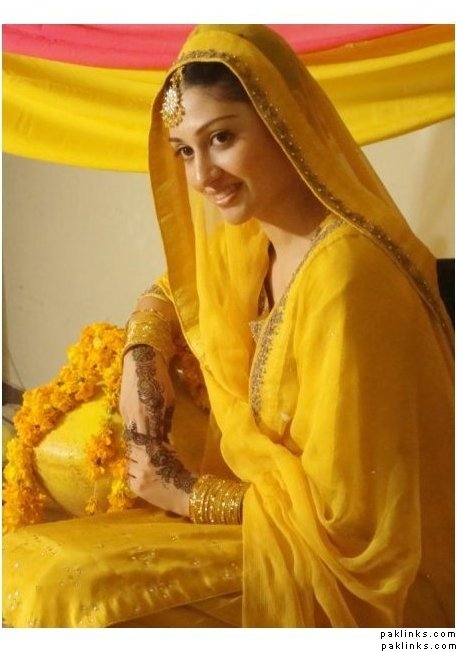 Beautifull and latest mehndi design dresses design for gilrs 2012 - Beautifull And Latest Mehndi Design Dresses Design For