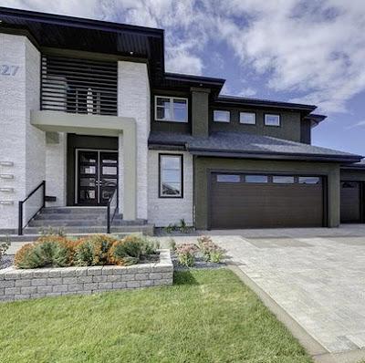 Casa moderna con elementos rústicos