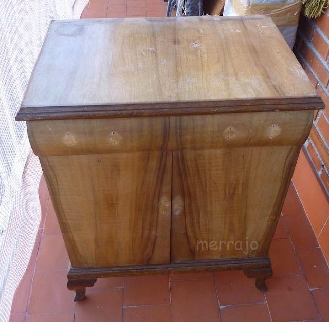 http://merrajo.blogspot.com.es/2015/05/mesilla-vintag-restaurada.html