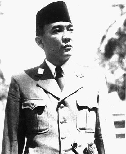 http://1.bp.blogspot.com/-lV2DutHpKkA/TV5T4zN03JI/AAAAAAAAABk/PQPZ2JxWux8/s1600/Biography+of++the+First+President+Soekarno.jpg