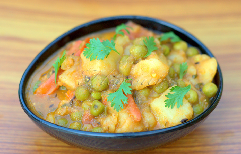 Flavours aloo mutter peas and potato curry without onion and garlic forumfinder Images
