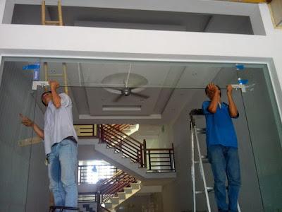 Hướng dẫn cách lắp đặt và bảo trì cửa kính cường lực
