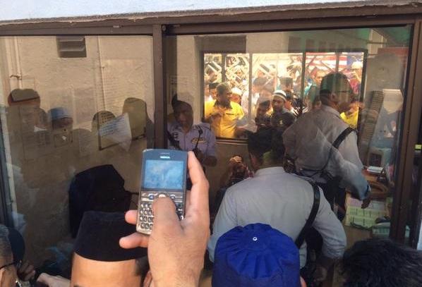 Imam 2 Masjid Negara Di Tampar Pak Arab Ketika Mengimamkan Solat Jumaat