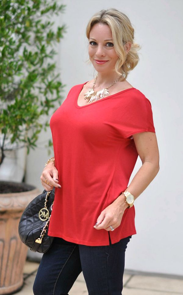 Fall fashion - skinny jeans, v-neck tee, booties and statement necklace