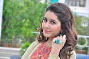 Rashi Khanna new glamorous photos-thumbnail-5