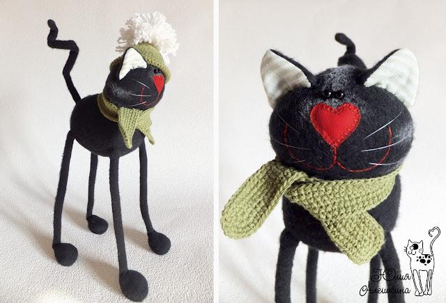Котик длинноножка черный в зеленой шапочке