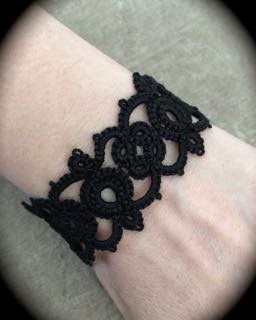 https://www.etsy.com/listing/210150688/tatted-lace-bracelet-kisses?