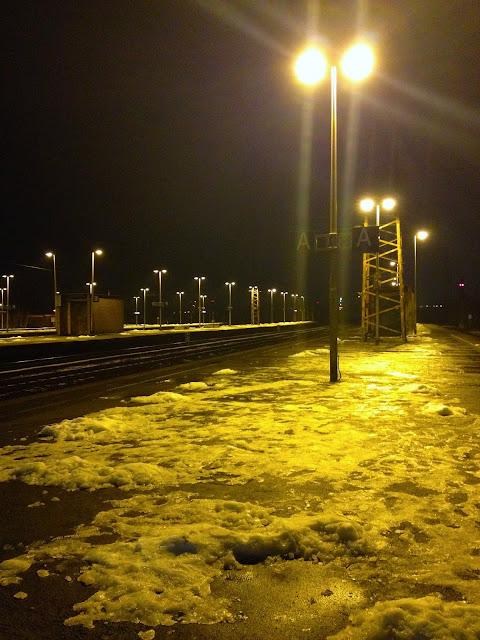 Naik Kereta ICE dan City Night Line dari Amsterdam ke Berlin-6 salju di oberhausen