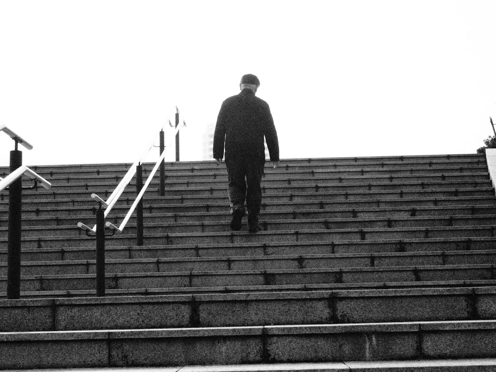 階段をのぼるとそこは:小倉小周...