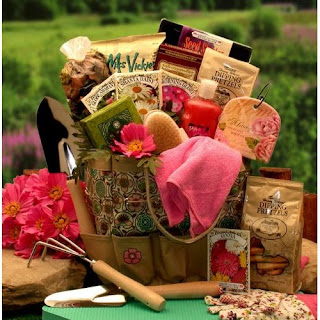 Gift guide girly gardening gifts for mom for Gardening tools gift basket