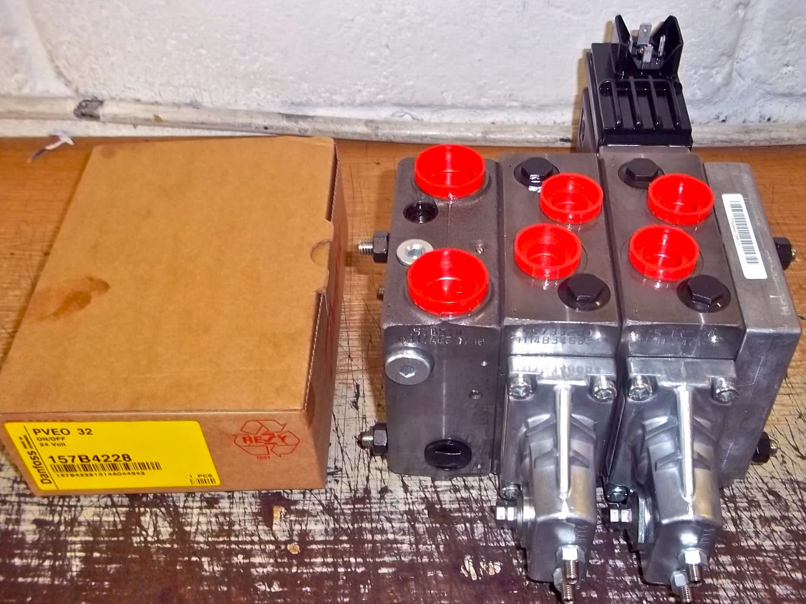Danfoss PVG32 valve build two section