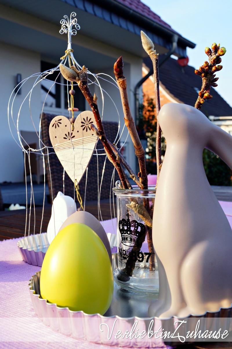 Dekohase und Dekoeier in silbener Tarteform zu Ostern
