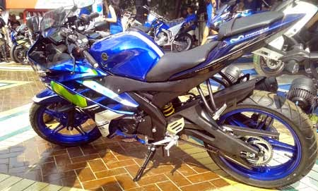 gambar Yamaha R15 corak MotoGP Movistar