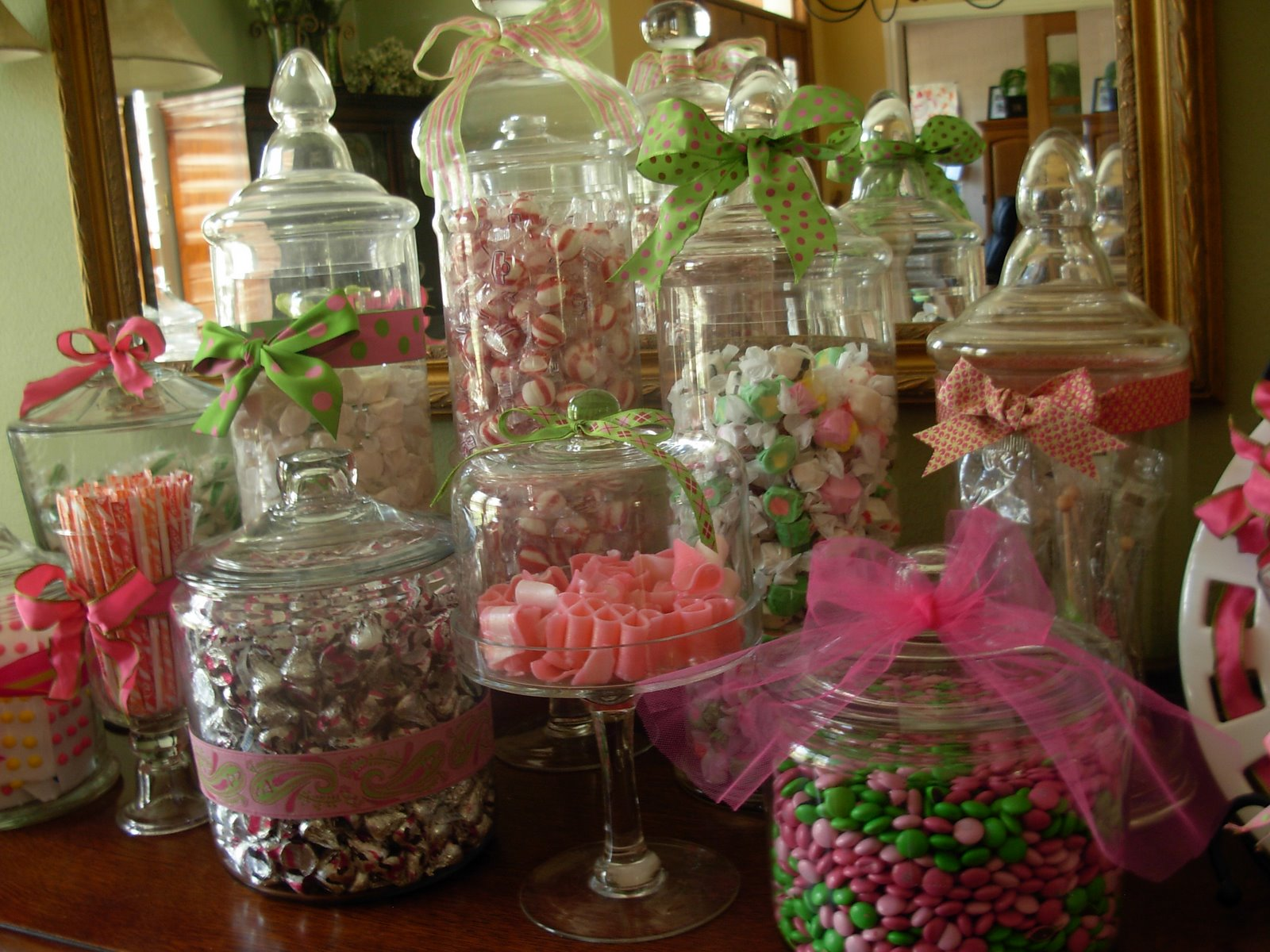 candy molds creating a candy inspired wedding theme