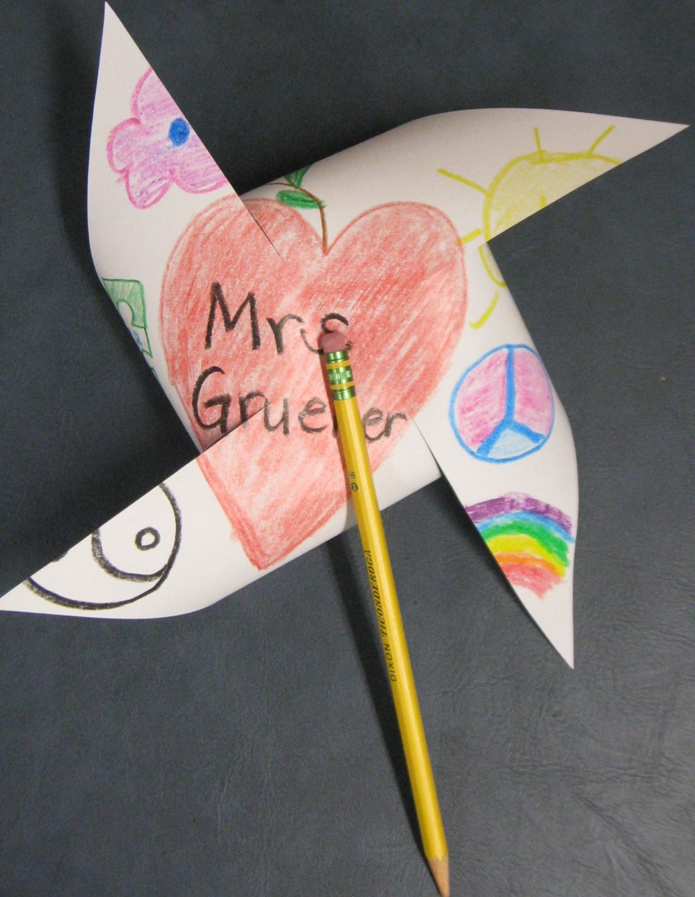 Cachey Mama\'s World of Learning: Tutorial Tuesday: Pinwheels for Peace