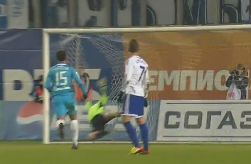 Dynamo goalkeeper Roman Berezovsky fails to stop a goal of Zenit player Szabolcs Huszti