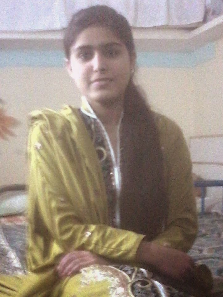 Cute Local Pakistani Housewife Bold Photos