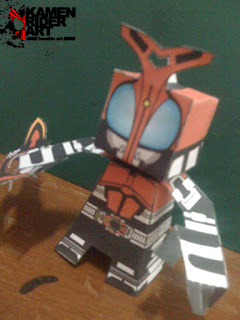 Kamen+Rider+Kabuto+Papercraft+%25281%2529.JPG