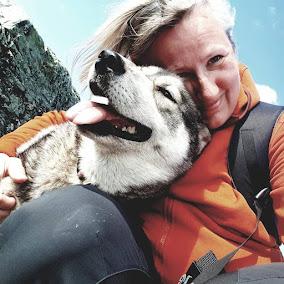 Kennel Snykovet ble etablert i 2011 og drives av Monica Alterskjær Sundset