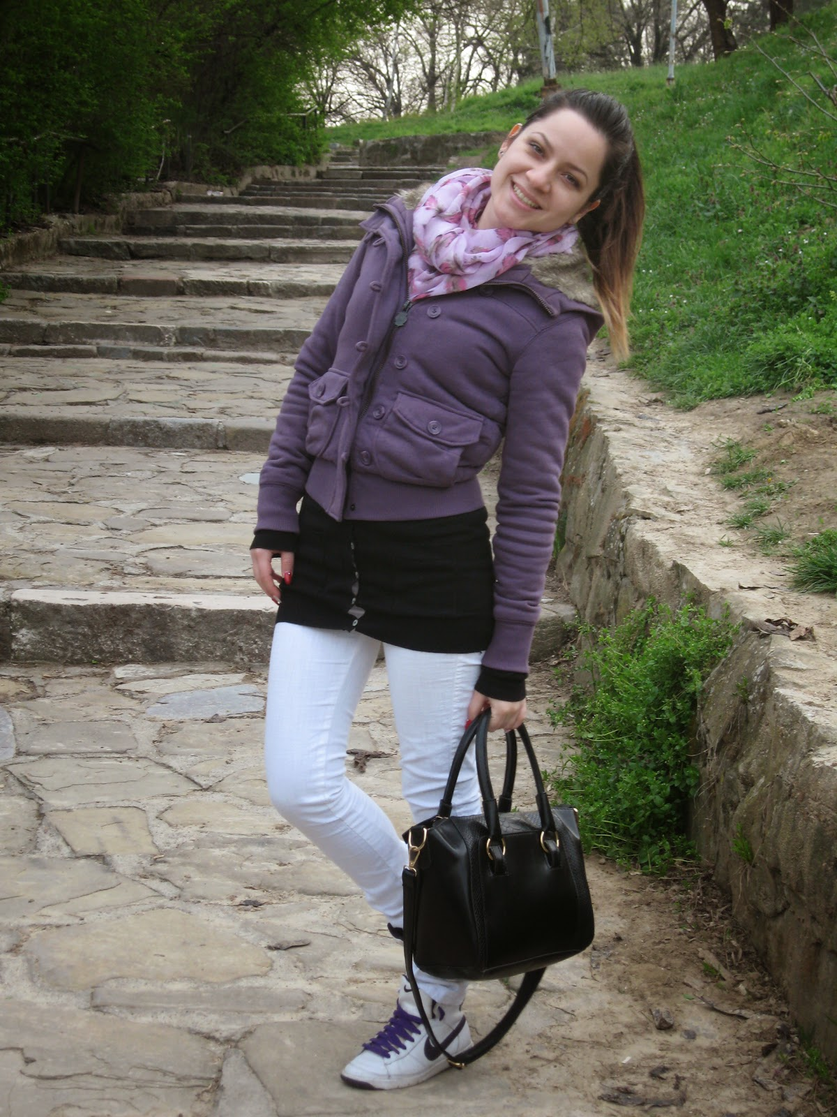 casual outfit, black tote bag, white jeans, white nike sneakers, pull and bear purple jacket, new yorker feather print scarf, sammydress bag, stradivarius black cardigan