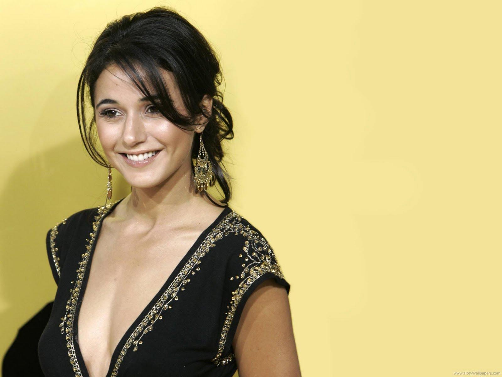 http://1.bp.blogspot.com/-lZ7mJwmP-pI/Tt96GgLBoiI/AAAAAAAACfQ/aYRCRIKobgY/s1600/emmanuelle_chriqui_actress_wallpaper-1600x1200.jpg
