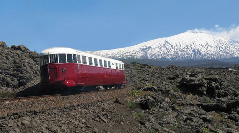 El ferrocarril Circumetnea - Un paseo alrededor del volcán Etna