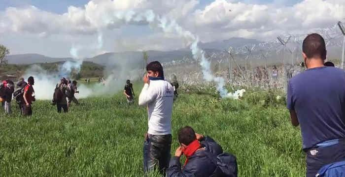Χημικά κατά των προσφύγων από τους Σκοπιανούς στην Ειδομένη
