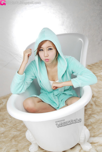 5 Choi Byeol Yee and Bathtub-very cute asian girl-girlcute4u.blogspot.com