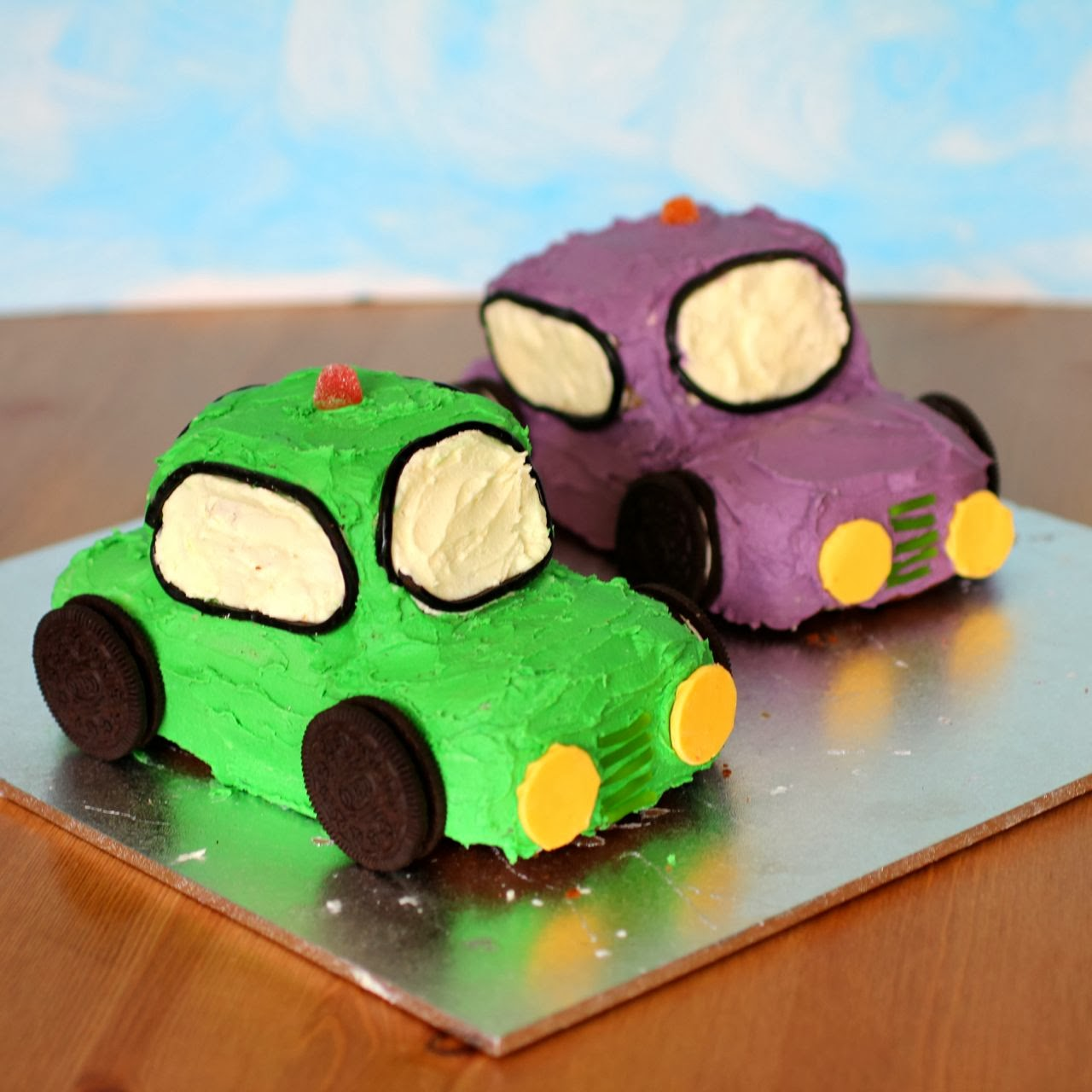 Green Gourmet Giraffe Dashing Car Birthday Cakes