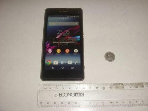 Largo circa 65 mm è il nuovo smartphone con fotocamera da 20 mega pixel di Sony