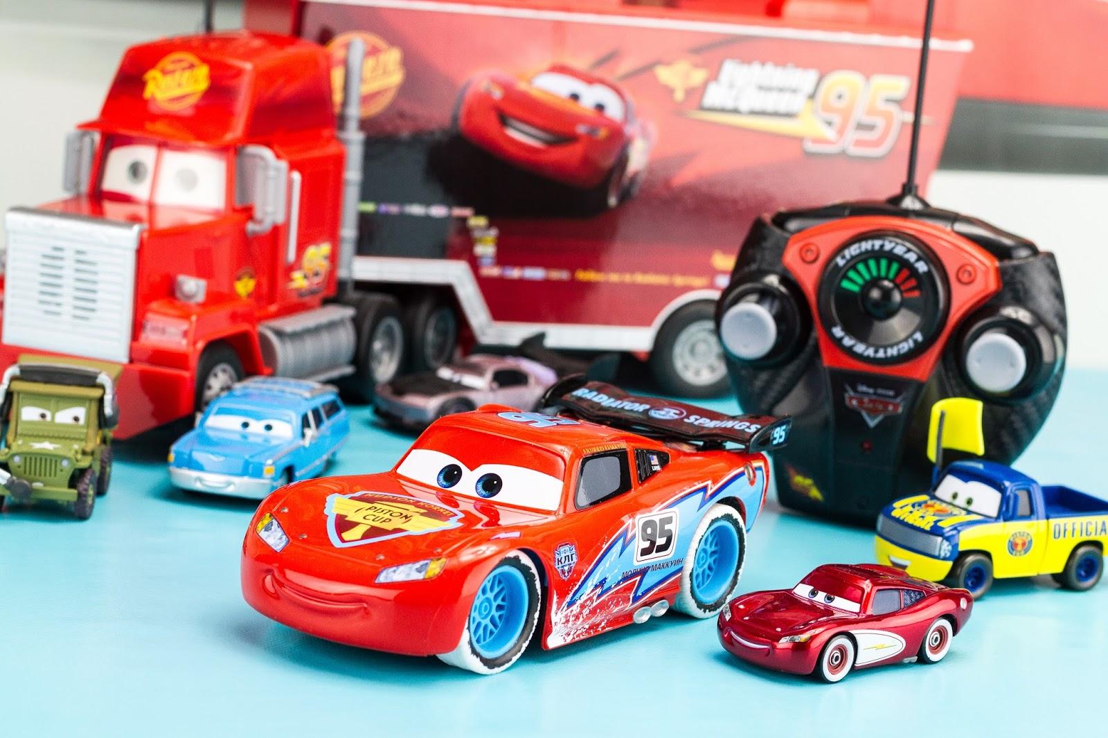 Super h ros et compagnie disney pixar cars flash mcqueen - Flash mcqueen et mack ...