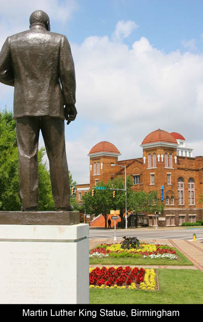 &lt;img src=&quot;image.gif&quot; alt=&quot;Martin Luther King Statue, Birmingham AL /&gt; 