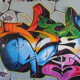Gambar-gambar graffiti di tembok