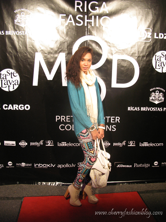 How to style aztec print, Oversized jumper, Riga Fashion Mood, Outfit idea, Fashion show, print leggings, motel rocks leggings, JC lookalikes