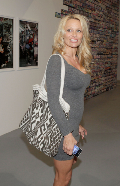 pamela anderson event make up pambition.com 03 Pamela Anderson at MOCA Art In The Streets [April 14, 2011]