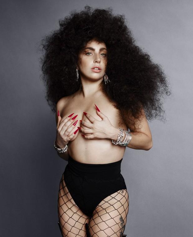 Fotos de Lady Gaga na revista Harper´s Bazaar - Topless