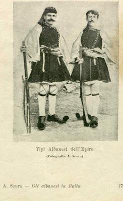 Cesare Antonio de Cara(1900) : gli albanesi d'Italia bilingue come i Pelasgi, conservano i riti antichi.