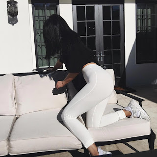 Kylie Jenner Shows Off Hot Shape In Instagram Photos