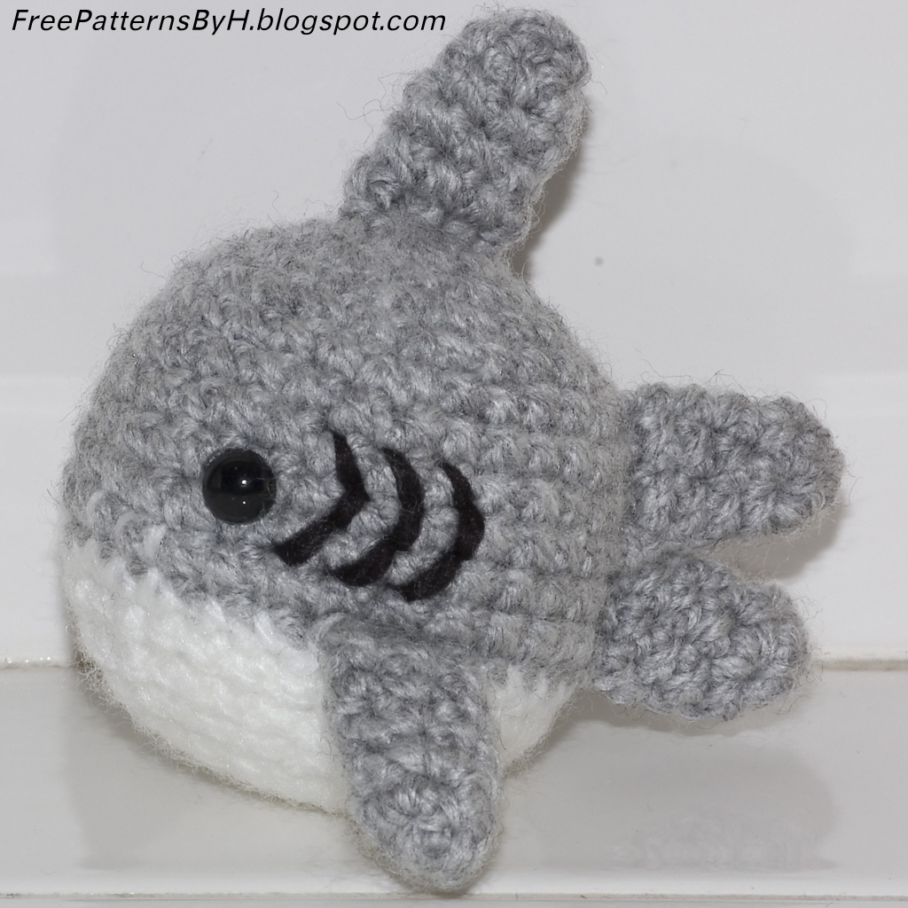 Amigurumi Shark Crochet Pattern : Free Patterns by H: Shark Amigurumi