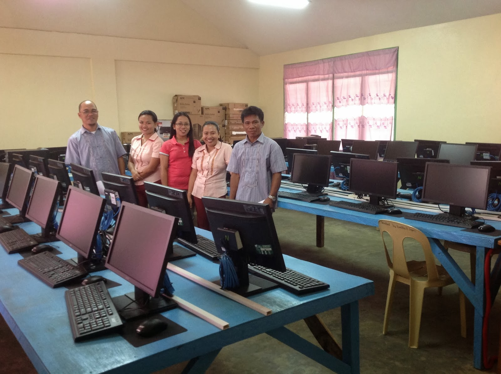 SAN ISIDRO INTEGRATED SCHOOL: New Computer Lab