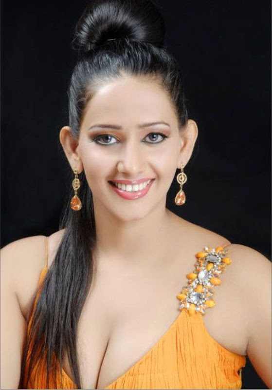 Sanjana  South Model and Actress Unseen Hot Bikini Dresses Stills navel show