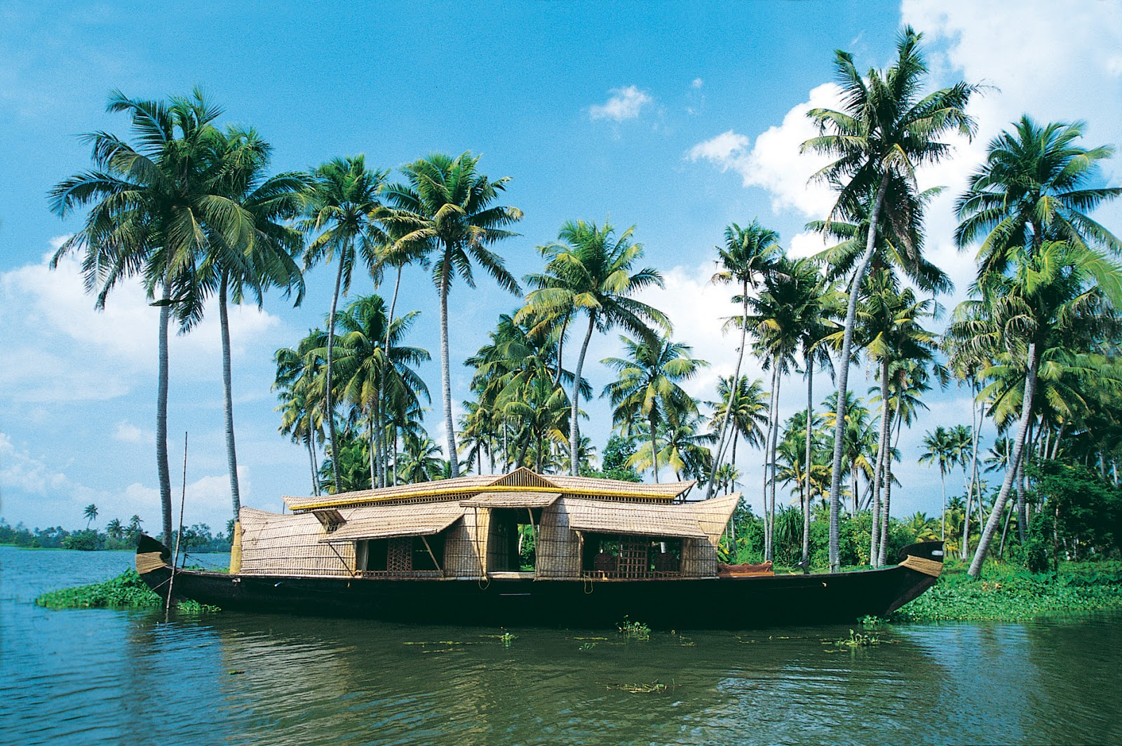 """kerala backwaters Kerala is one among the """"fifty destinations of a life time"""" named by the national geographic traveler in a special collector's edition issue that was releasedt."""