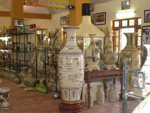 Discovering ceramic kilns in Chu Dau ceramic village in Hai Duong